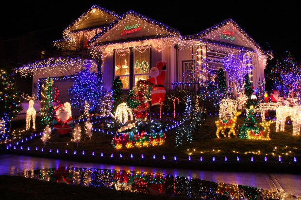 HomeDabbler | Tips for hanging Christmas lights safely
